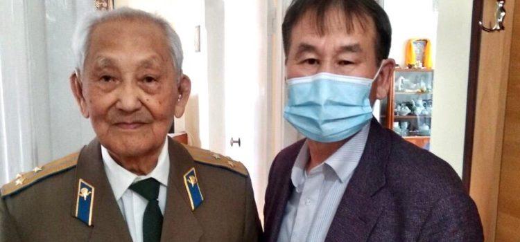 В Улан-Удэ ветеранам Великой Отечественной войны вручили юбилейные медали