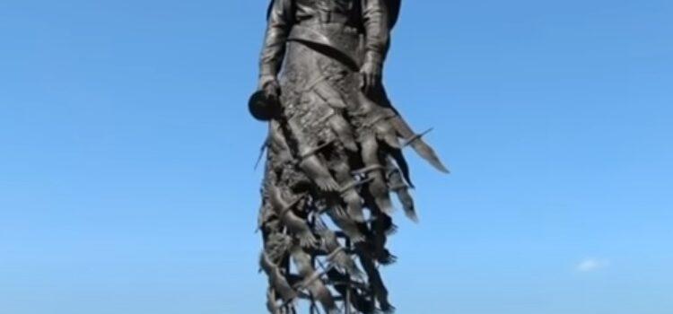 Под Ржевом открыли мемориал Советскому солдату