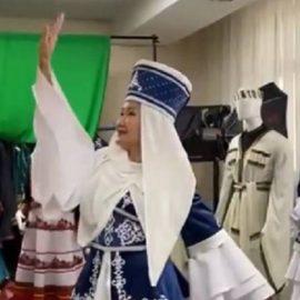 Министр культуры Бурятии станцевала в разных народных костюмах