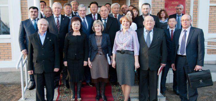 Дом Дружбы стал местом встречи полномочного представителя Президента РФ с представителями этнокультурных объединений